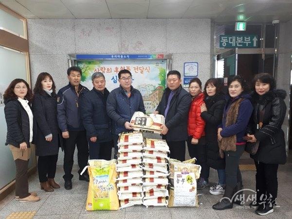 ▲ 심곡3동 복지협의체, '사랑의 쌀'전달