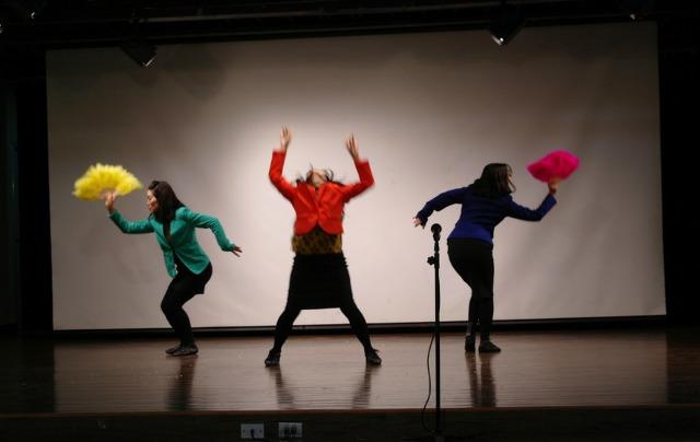 ▲ '바브리댄스'로 열광적인 춤을 선보이는 바블3팀