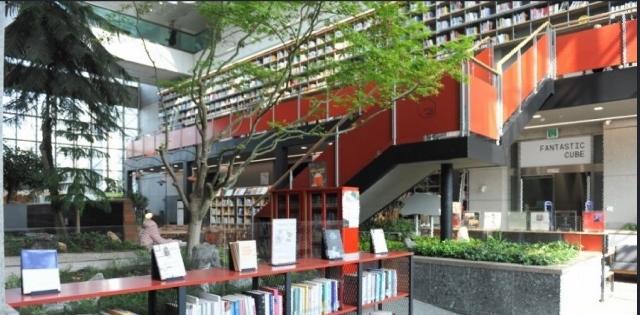 ▲ 부천시청1층에 위치한 영화전문도서관'판타스틱큐브도서관'