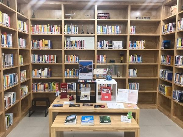 ▲ 여행특화도서관 도당도서관의 여행 코너 모습