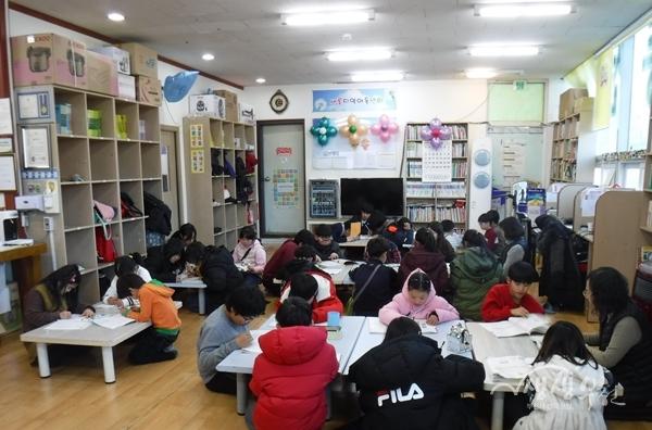 ▲ 부천의 한 지역아동센터의 방과후 돌봄서비스 제공 모습