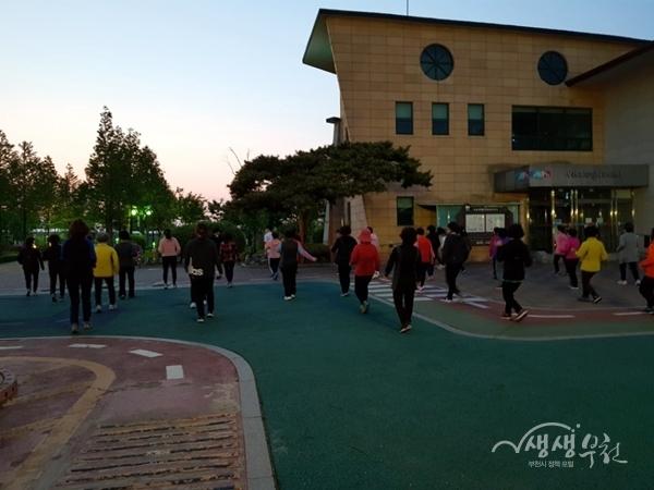 ▲ 오정대공원 야간 걷기 운동교실 운영모습