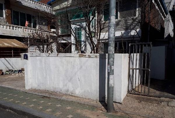 ▲ 담장없는 주거경관 개선 전(제공 : 소사마을재생지원센터)