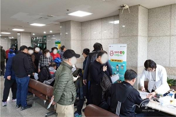 ▲ 부천시보건소는 택시 보수교육 참여자를 대상으로 건강검진을 진행했다.
