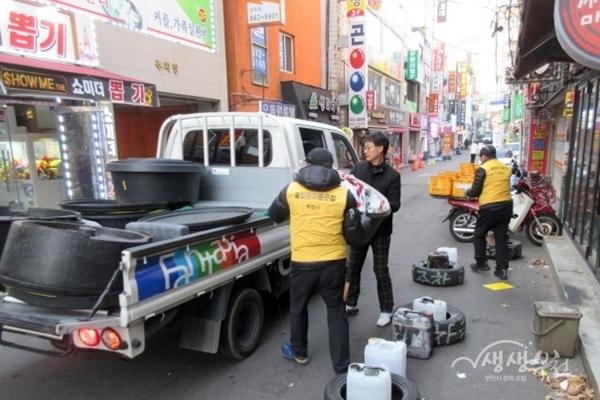 ▲ 부천시가 부천대학로 주변 불법유동광고물을 정비했다.
