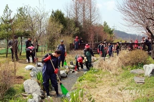 ▲ 남부수자원생태공원 나무심기 행사 환경정화 활동