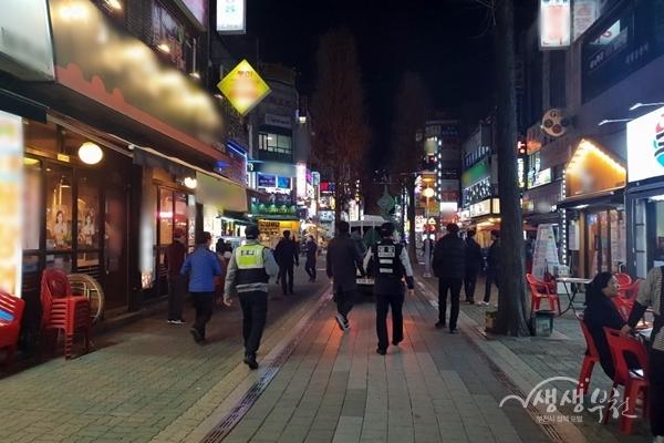 ▲ 부천시가 송내 로데오·영화의 거리 불법유동광고물 단속을 실시했다.