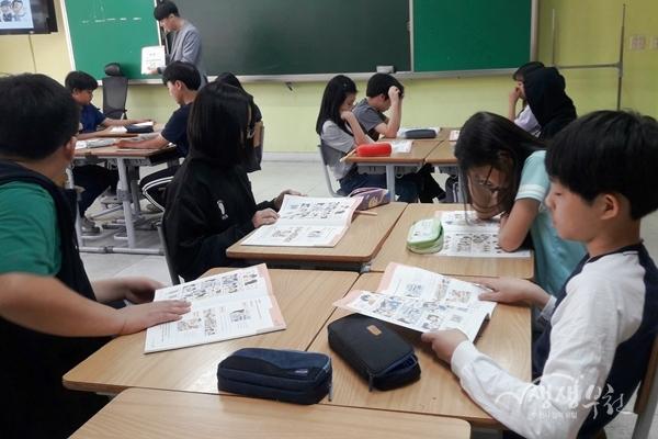 ▲ 5월 7일 석천초등학교에서 진행된 만화교실