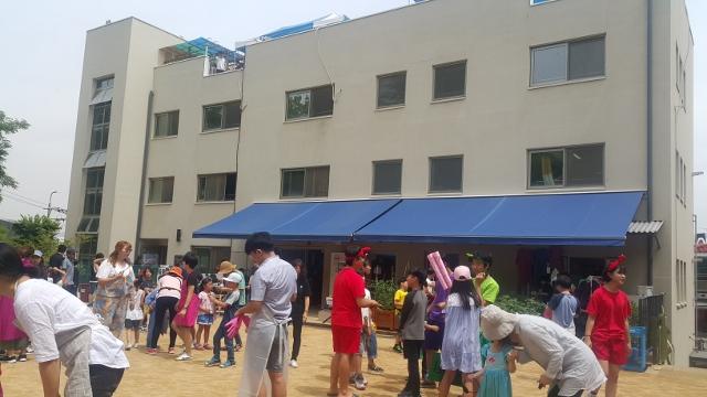 ▲ 퍼레이드 개막식을 준비하는 학생들