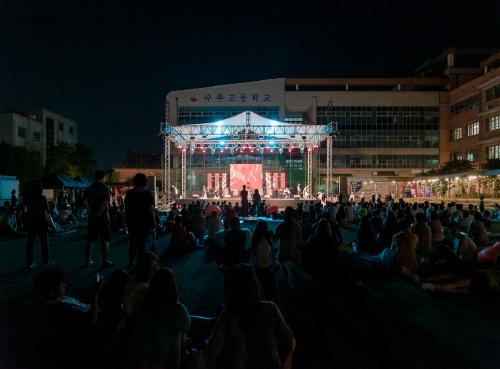 ▲ 수주고등학교에서 열린 '제5회 부천생활문화페스티벌 다락(多樂)'의 생활문화공연에 많은 시민이 모였다.