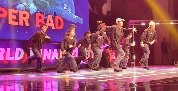 ▲ 일사불란한 공연을 보여준 유소년 비보이 팀 SUPER BAD