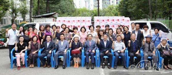 ▲ 신중동 중3주민지원센터 찾아가는 사랑의 물품 전달