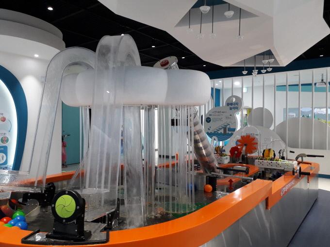 물박물관 실내 물에너지놀이터 모습.