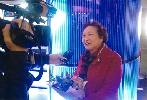 ▲ 지난해 열린 '2018 서울노인영화제'에서 강복녀 감독이 취재진에 답하고 있다.