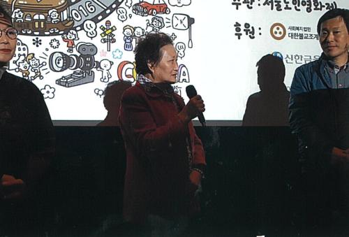 ▲ 지난해 열린 '2018 서울노인영화제'에서 강복녀 감독이 관객과의 대화를 진행하고 있다.