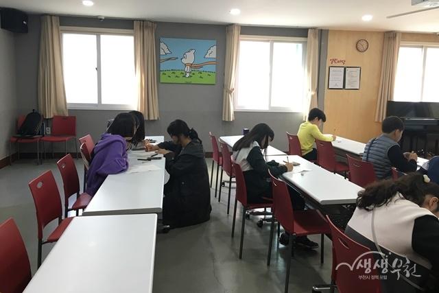▲ 2019년 부천시 하반기 시민 공감 만화교실 수업 장면