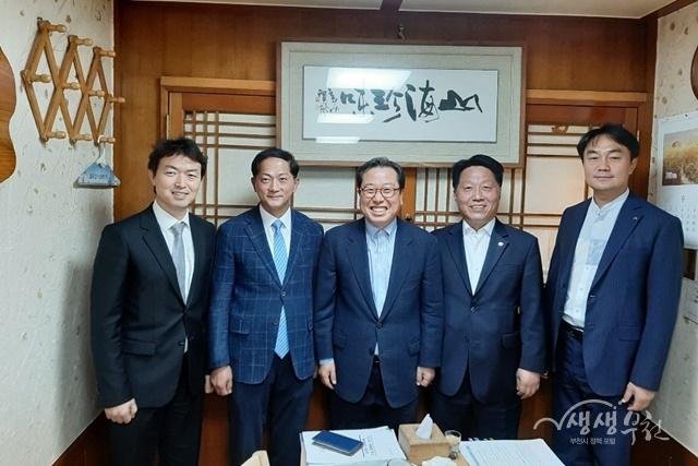▲ 장덕천 부천시장(오른쪽에서 두 번째) 등 5개 신도시 시장들이 5차 연석회의를 했다.