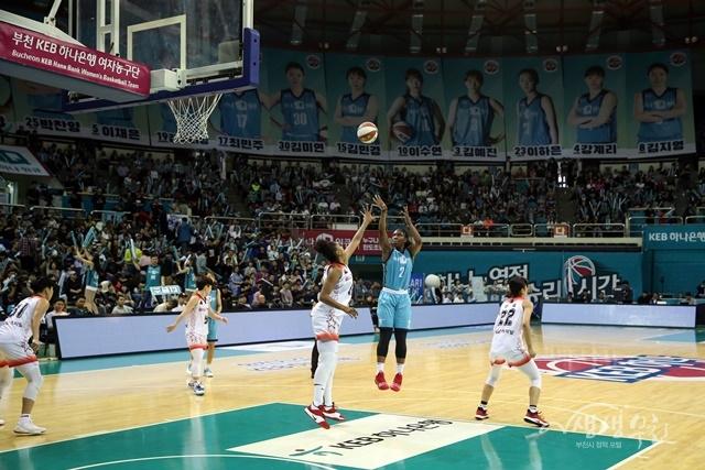 ▲ 부천체육관에서 펼쳐진 2019 KEB하나은행 여자농구단 개막전 홈경기