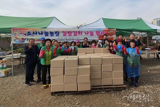 ▲ 부천시 도시농업과와 범안동 역곡3새마을부녀회가 함께 홀몸어르신을 위한 김장 나눔 행사를 했다.