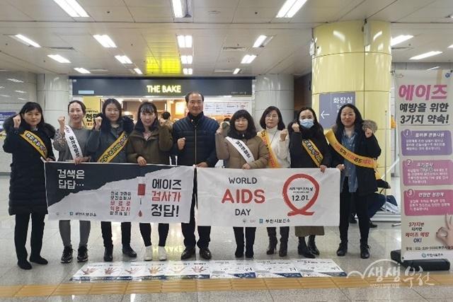 ▲ 부천시보건소가 7호선 상동역에서 에이즈 및 결핵 예방 캠페인을 했다.