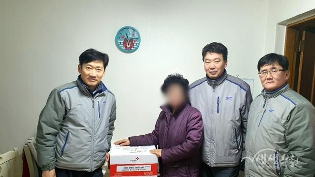 ▲ 지난 10일 삼성물산(주)은 송내1권역에 150만 원 상당의 부식세트 30박스를 전달하였다.
