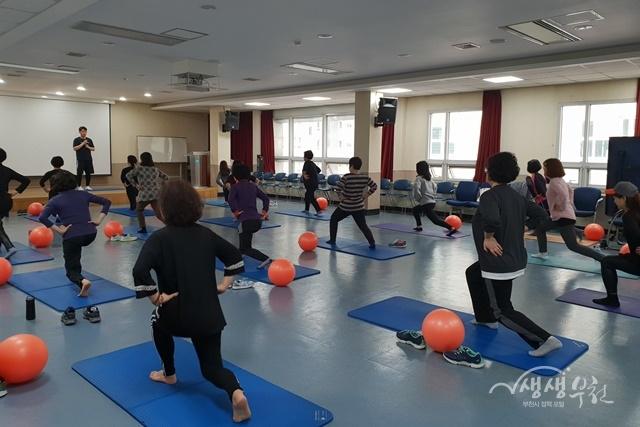 ▲ 부천시보건소 건강체력 운동교실 참여자 모습