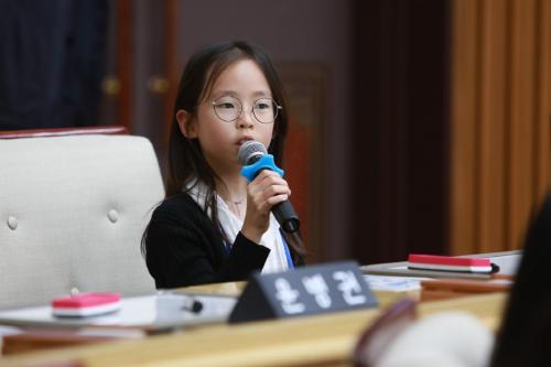 ▲ 지난해 5월, '꿈꾸는 아동위원회'가 부천시의회를 방문해 아동이 바라는 정책을 제안했다.