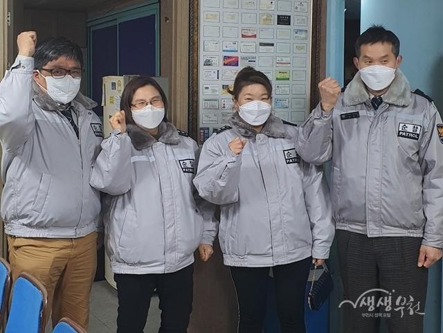 ▲ 마스크를 착용한 자율방범대