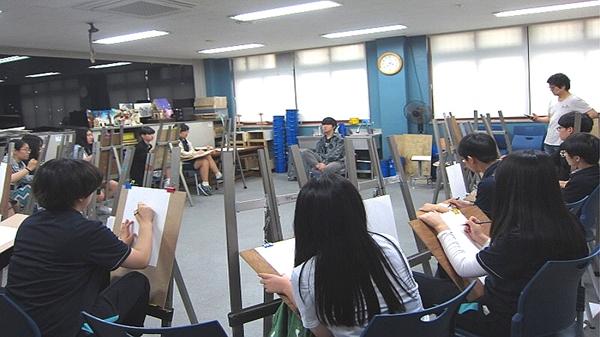 ▲ 미술 특성화 수업의 전문인 특강