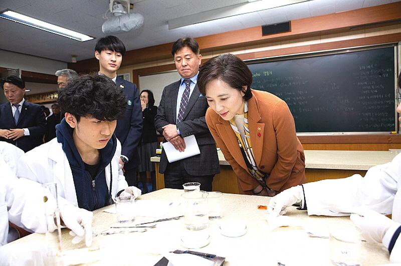 ▲ 유은혜 부총리 겸 교육부장관이 참관한 클러스터 수업