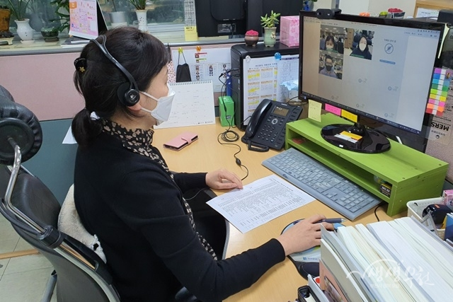 ▲ 온나라 이음 영상회의 시스템을 활용하여 영상회의를 개최하고 있다