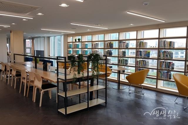 ▲ 부천시 신흥어울마당 작은도서관 내부 모습