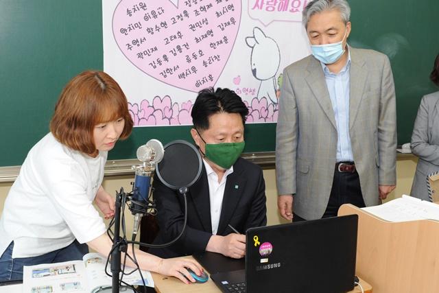 ▲ 장덕천 부천시장이 등교수업 점검을 위해 송내고등학교에 방문했다