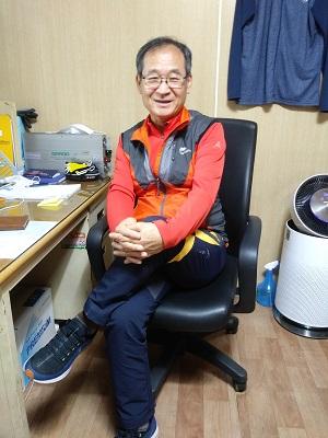 ▲ 7년째 자전거재생센터의 일인다역을 감당하시는 김재환 센터장 모습