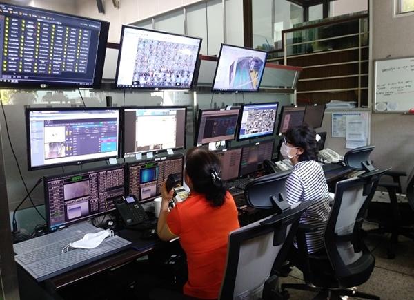 ▲ 24시간 무인 주차장을 통제하는 '무인주차 통합 관제실' 모습