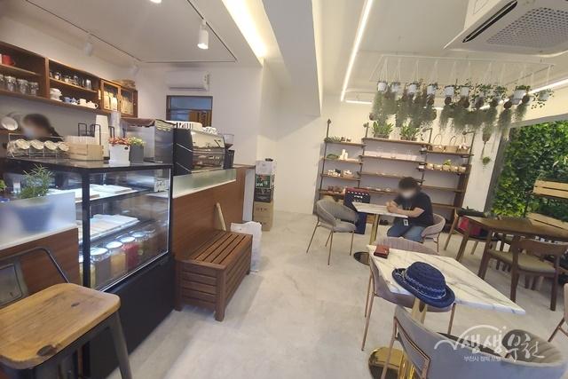 ▲ '숲 마실' 카페의 내부 모습