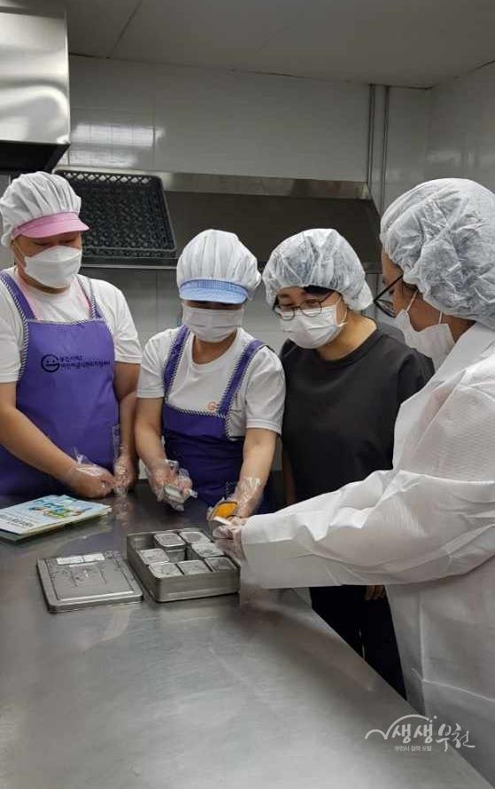 ▲ 신중동행정복지센터에서 집단급식소 긴급 위생 점검에 나섰다.