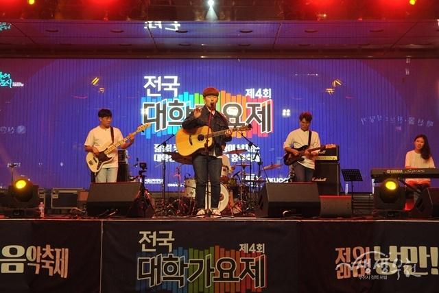 ▲ 제4회 전국대학가요제 금상을 수상한 싱효밴드