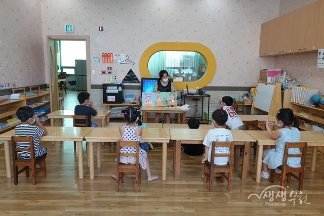 ▲ 소사유치원에서 어린이 손씻기 키트를 활용하여 교육하는 모습