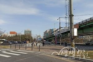 ▲ 무지개고가교 하부 횡단보도 교통섬 '쉼'이 있는 도시공간 조성 전