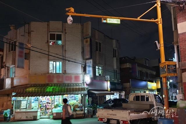 ▲ 야간 안내판이 설치된 CCTV