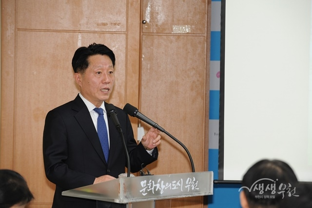 ▲ 장덕천 부천시장이 국토교통부 스마트시티 챌린지 본사업 선정 결과를 발표하고 있다.