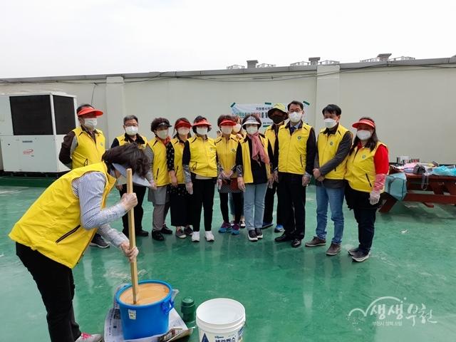 ▲ '폐유를 활용한 재생비누 만들기' 행사 기념사진