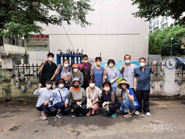 ▲ 행사 참여자들이 단체사진을 촬영하고 있다