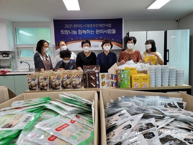 ▲ '원미동 사람들'이 기념사진을 촬영하고 있다