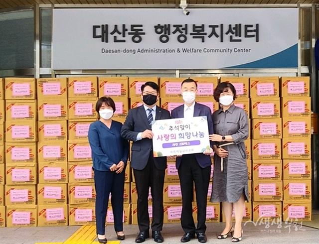 ▲ 부천제일감리교회 라면 230박스(500만원 상당) 전달식